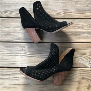 Lucky Brand Larise Perforated Suede Stacked Heel